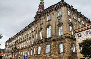 Christiansborg, hvor der er uenighed om spilafgifter.